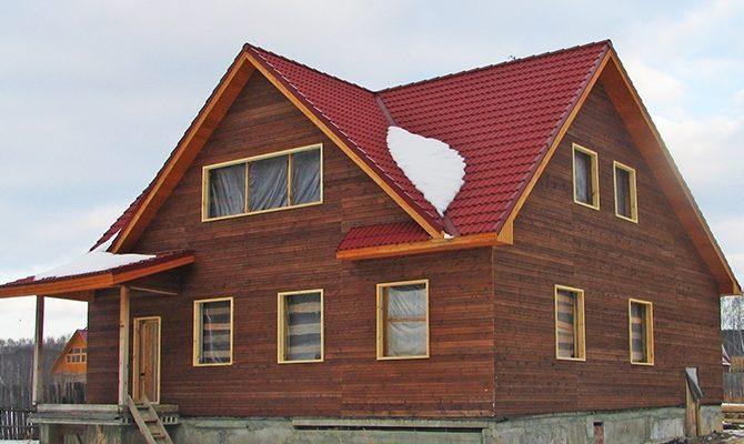 Фасад с современной трехскатной крышей