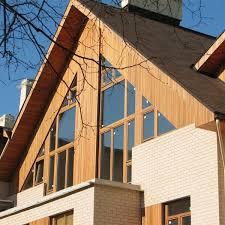 Фасад с треугольными окнами