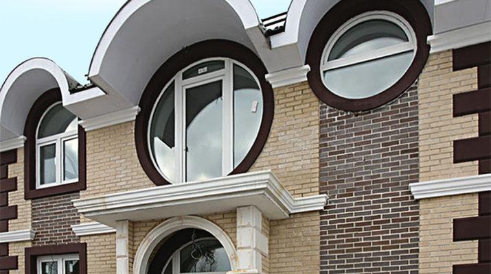 Фасад современного дома с круглыми окнами