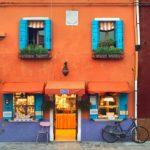 Фасад в оранжевом оформлении