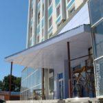 Используем голубые панели для фасада