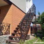 Как оформить фасад дома с лестницей