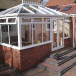 Как правильно создать фасад с трехскатной крышей