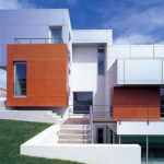 Композитные современные панели для фасада красного цвета