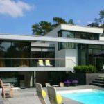 Красивый фасад с плоской крышей