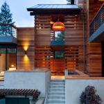 Необычный фасад на основе дерева