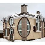 Необычный фасад с круглыми окнами