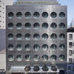 Невероятный стиль фасада с крулыми окнами