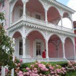 Оформление фасада розового цвета