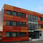 Оформление фасада с помощью оранжевых панелей