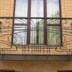 Оформление современного фасада с балконом