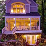 Оригинальный дом с фасадом в фиолетовом цвете