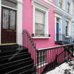 Оригинальный розовый фасад