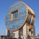 Оригинальный современный фасад круглой формы
