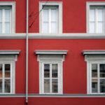 Особенности красного фасада