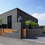 Панели черного цвета для обустройства фасада