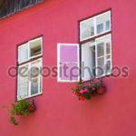 Применение розового фасада для дома