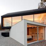 Пример фасада частного дома с панорамой