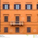 Пример оформления оранжевого фасада