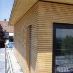 Пример практичного деревянного фасада