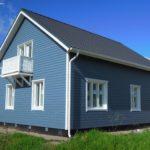 Пример современного фасада голубого цвета