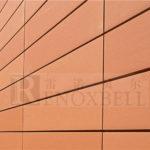 Пример современного фасада с помощью оранжевых панелей