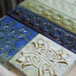 Пример современной плитки для фасада голубого цвета