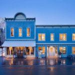 Привлекательный голубой фасад