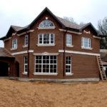 Приятный коричневый фасад дома