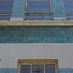 Приятный оттенок голубой плитки для фасада