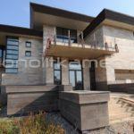 Серо-бежевый фасад для дома