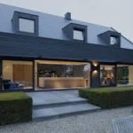 Современные панели черного цвета для фасада