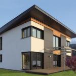 Современный красивый фасад с односкатной крышей