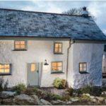 Стиль дома с фасадом, который имеет маленькие окна