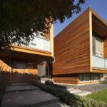 Стильное оформление фасада квадратной формы