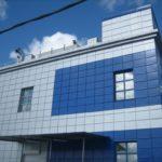 Светлая и теемная голубая плитка для фасада