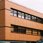 Светлый оттенок фасада с помощью панелей оранжевогоцвета