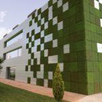 Темный оттенок зеленых фасадных панелей для дома
