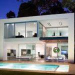 Вариант применения фасадных панелей белого цвета