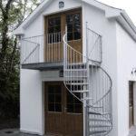 Винтовая лестница для создания красивого фасада