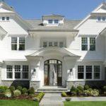Выбираем белый фасад для обустройства дома