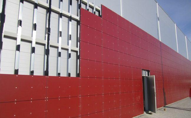 Яркие современные красные панели для фасада