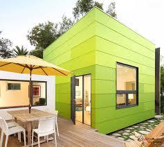 Яркие современные зеленые панели для фасада