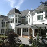 Дизайн фасада с помощью белой плитки