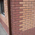 Фасад красного цвета с помощью плитки