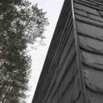 Фасад на основе каменной плитки черного цвета