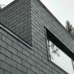 Фасад, оформленный с помощью черной плитки