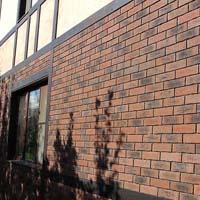Фасадная плитка для обустройства дома в коричневом цвете