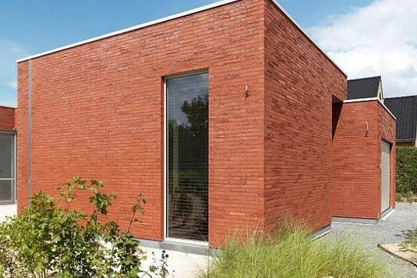 Фасадная плитка красного цвета для дома