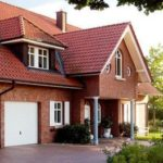 Облицовка дома на основе красной плитки